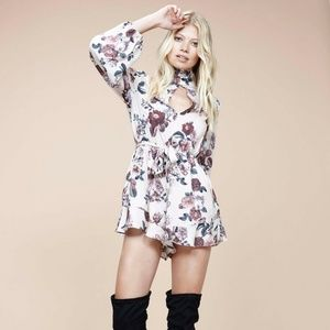 NWT MINKPINK Toulouse Keyhole Floral Romper